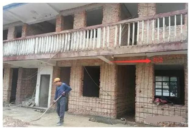四,挑梁: 在砌体结构房屋中,为了支承挑廊,阳台,雨篷等
